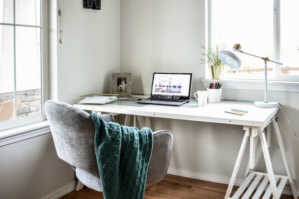 Design Desk @jessicawellinginteriors.com, midcentury desk, teal, ikea desk