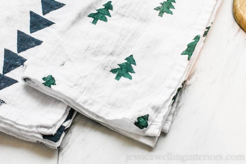 Potato Stamp Tea Towels: Easy & Inexpensive DIY Gifts