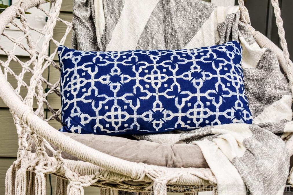 DIY Outdoor Throw Pillows: An Ultra-Easy Tutorial