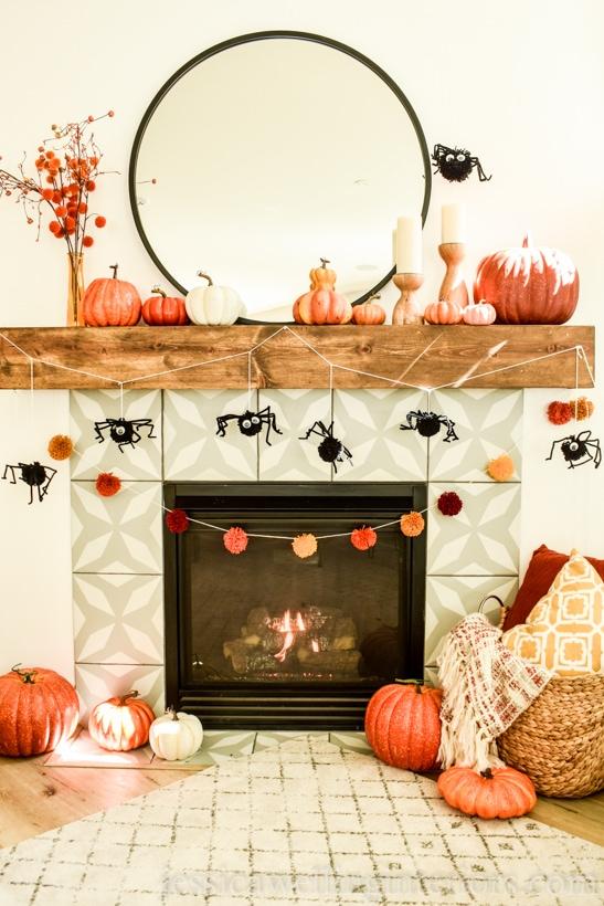 DIY Pom Pom Garland Spiders: Easy Halloween Decorations!